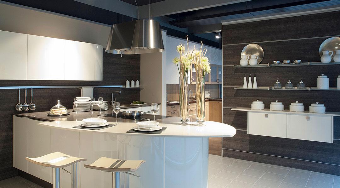 Küchen- und Badmöbel